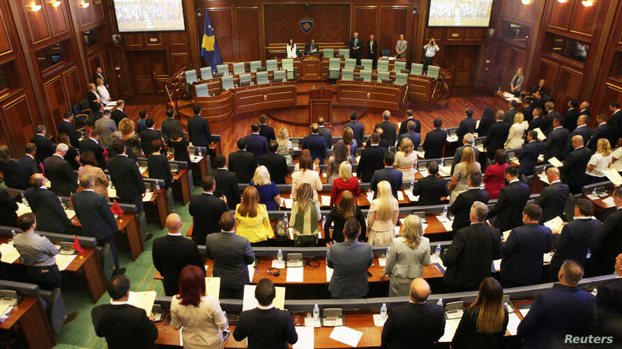 Kosovo's newly elected members of parliament take the oath as parliament convenes for the first time since the June snap election, in Pristina, Kosovo Aug. 3, 2017.