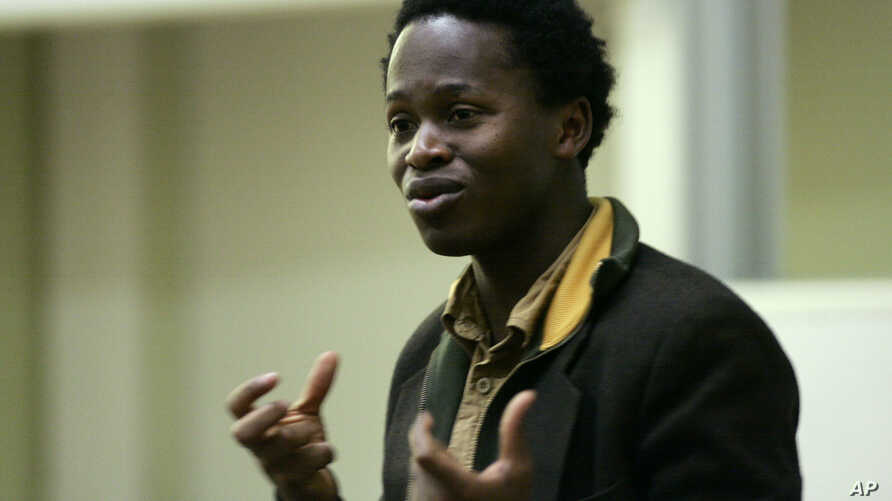 Ishmael Beah formerly of Sierra Leone and author of the book 'A Long Way Gone: Memoirs of a boy soldier' talks to the students and staff at Brunel University in west London, January 30, 2008.