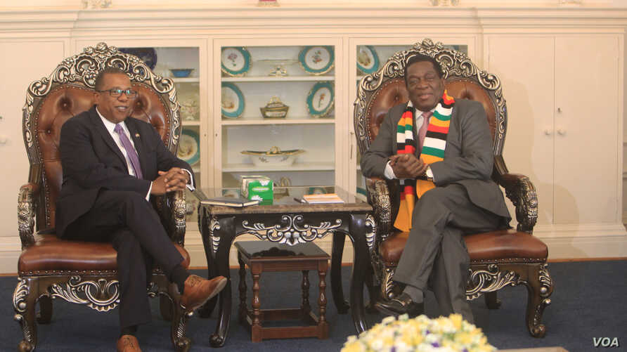 U.S. Ambassador to Zimbabwe Brian Nichols, left, speaks with Zimbabwe President Emmerson Mnangagwa at the State House in Harare, Aug. 15, 2018.