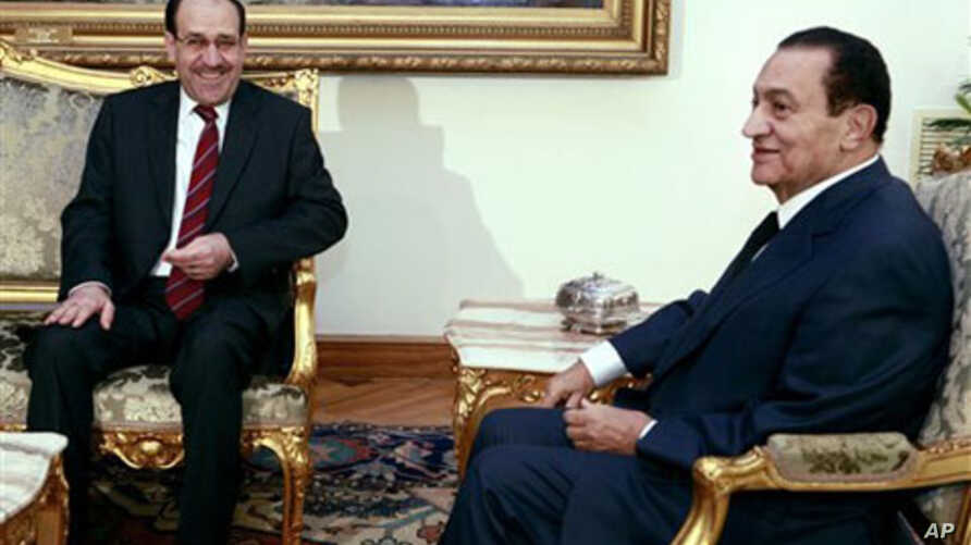 Egyptian President Hosni Mubarak, right, meets with Iraq's Prime minister Nouri al-Maliki at the Presidential Palace in Cairo, Egypt, 20 Oct 2010