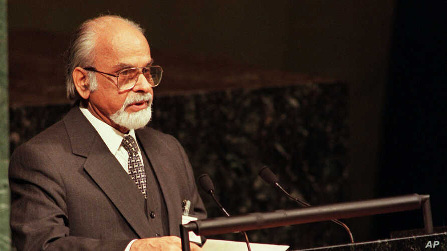 Former Indian Prime Minister Inder Kumar Gujral addresses the 52nd annual debate of the 185-member United Nations General Assembly, September 24, 1997. Gurjal passed away on November 30, 2012.