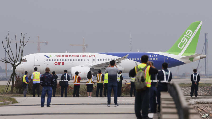 A Chinese-made C919 passenger jet prepares to take off on its first flight at Pudong International Airport in Shanghai, May 5, 2017. The maiden flight is a symbolic milestone in China's long-term goal to break into the Western-dominated aircraft mar