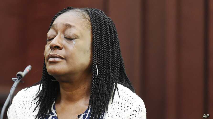 Audrey Batey, the mother of Cory Batey, testifies during her son's sentencing hearing, July 15, 2016, in Nashville, Tenn.