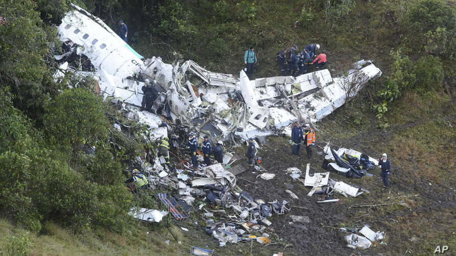 Rescue workers search for survivors at he wreckage of a chartered airplane that crashed in La Union, a mountainous area outside Medellin, Colombia, Nov. 29, 2016.
