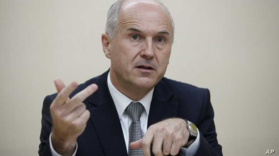 Valentin Inzko, EU High Representative for Bosnia and Herzegovina, gestures as he addresses a news conference in Vienna (File Photo - November 16, 2010)