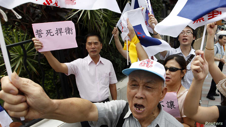 Activists shout slogans during an anti-Japan protest in front of the Japan Interchange Association, the de facto Japanese embassy, in Taipei September 18, 2012.