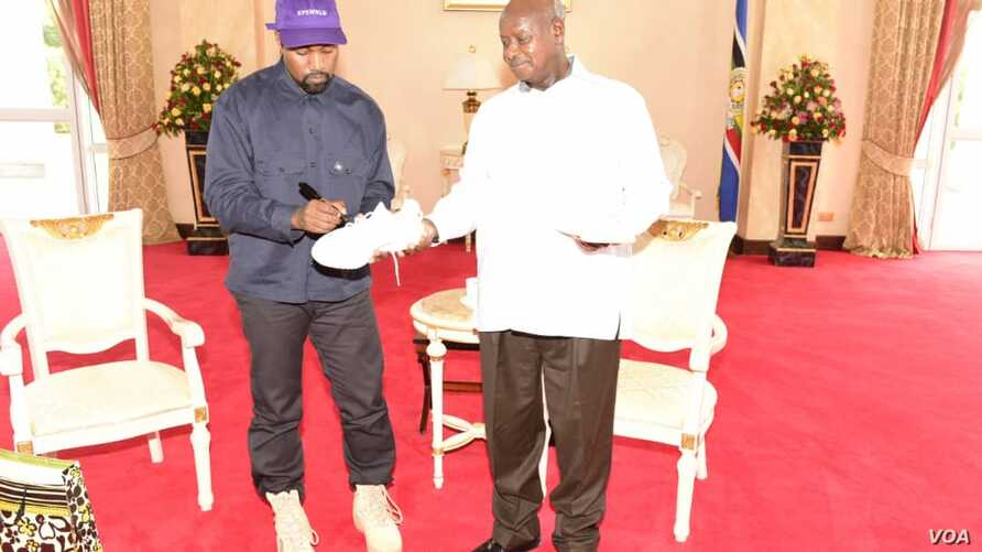 Kanye West autographs sneakers to Uganda President Yoweri Museni in State House Entebbe, Oct. 15, 2018.