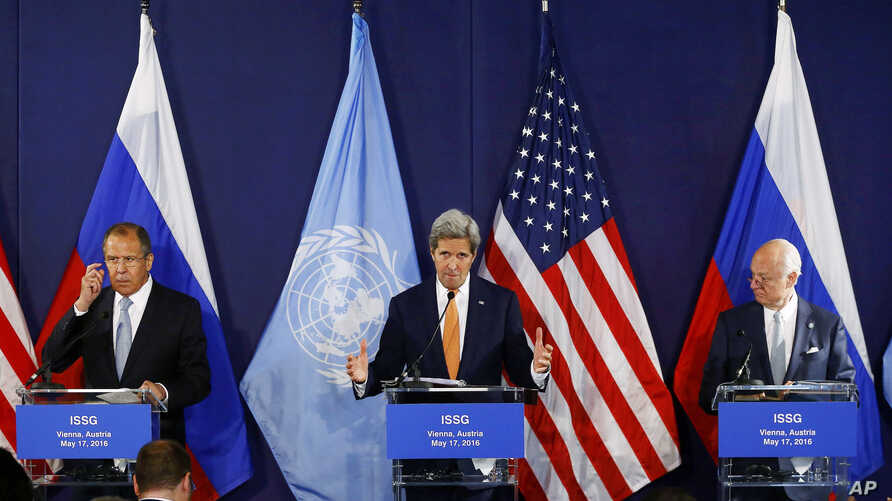FILE - United Nations special envoy on Syria Staffan de Mistura (right) talks at a news conference in Vienna, Austria, with Russian Foreign Minister Sergei Lavrov, left, and U.S. Secretary of State John Kerry, center , May 17, 2016.