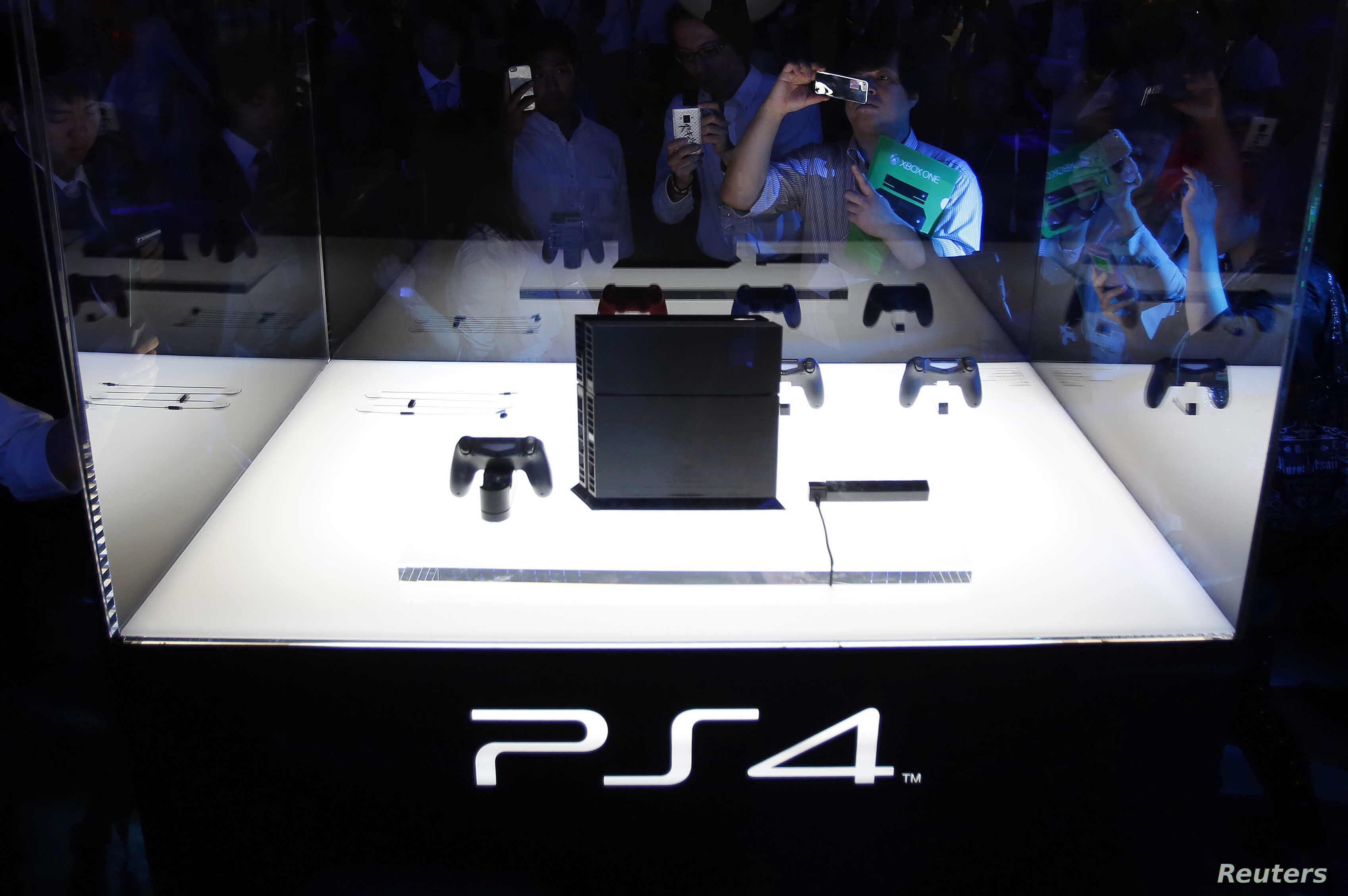 Visitors take pictures of Sony Corp's PlayStation 4 new game console at the Tokyo Game Show in Chiba, east of Tokyo, Sept. 19, 2013.