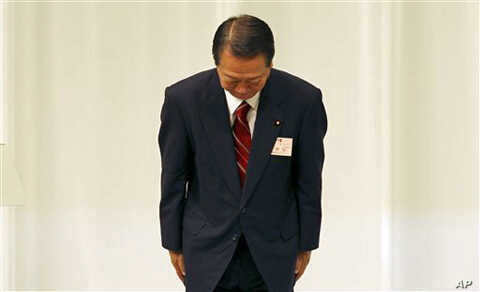 Democratic Party of Japan senior lawmaker and candidate of the party president Ichiro Ozawa bows to the audience after he lost the election at the party convention in Tokyo, 14 Sept. 2010.