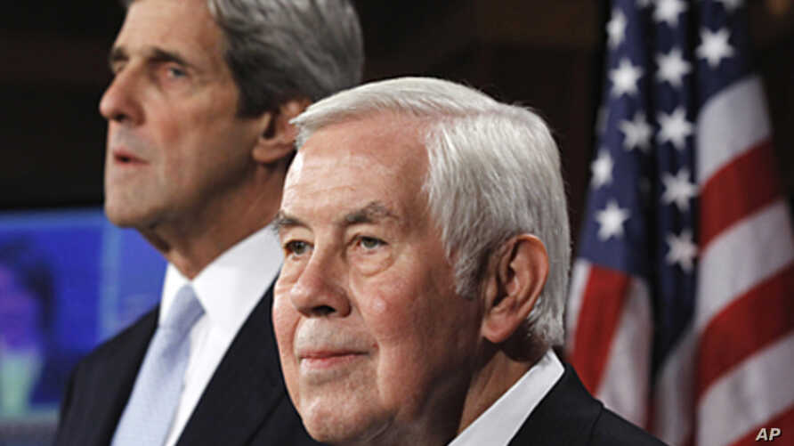 Senate Foreign Relations Committee Chairman Sen. John Kerry, (l)  and the committee's ranking Republican, Sen. Richard Lugar, take part in a news conference, on Capitol Hill in Washington, December 22, 2010