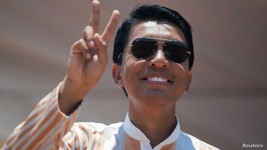 Madagascar Presidential candidate Andry Rajoelina salutes his supporters during a campaign rally at the Coliseum stadium in Antananarivo, Nov. 3, 2018.