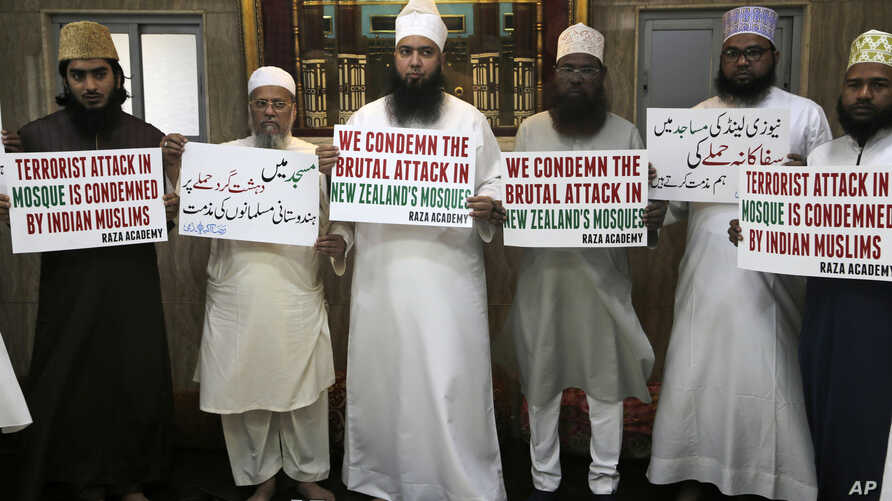 Indian Muslims hold placards during a condolence meeting and protest against Fridays mass shootings in New Zealand in Mumbai, India, March. 15, 2019.