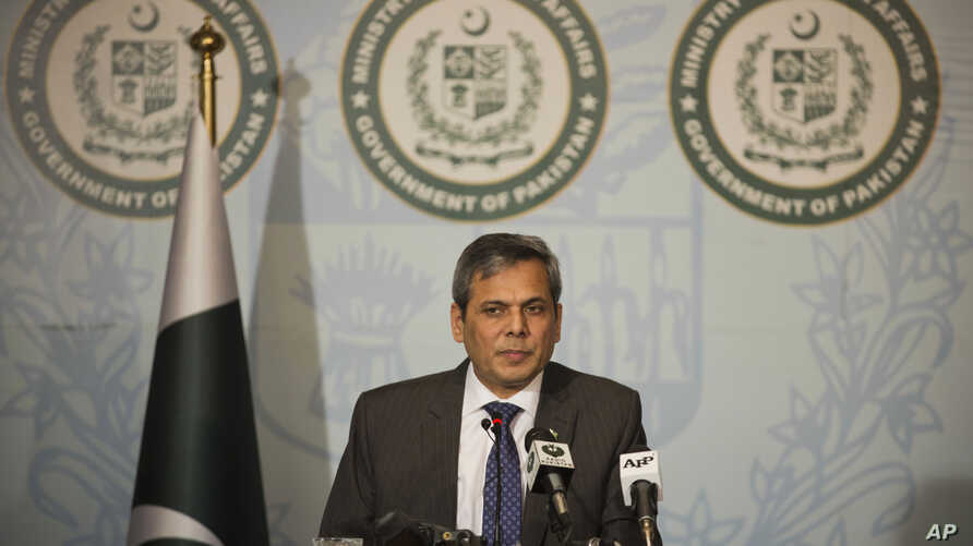 Pakistan's foreign ministry spokesman Nafees Zakaria briefs media at the Foreign Office in Islamabad, Pakistan, Sept. 29, 2016.