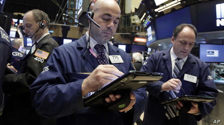 Fred DeMarco, center, works with fellow traders on the floor of the New York Stock Exchange, November 2, 2016. The S&P 500 closed lower by a fraction of a percent on Friday, November 4, for the ninth trading session in a row.