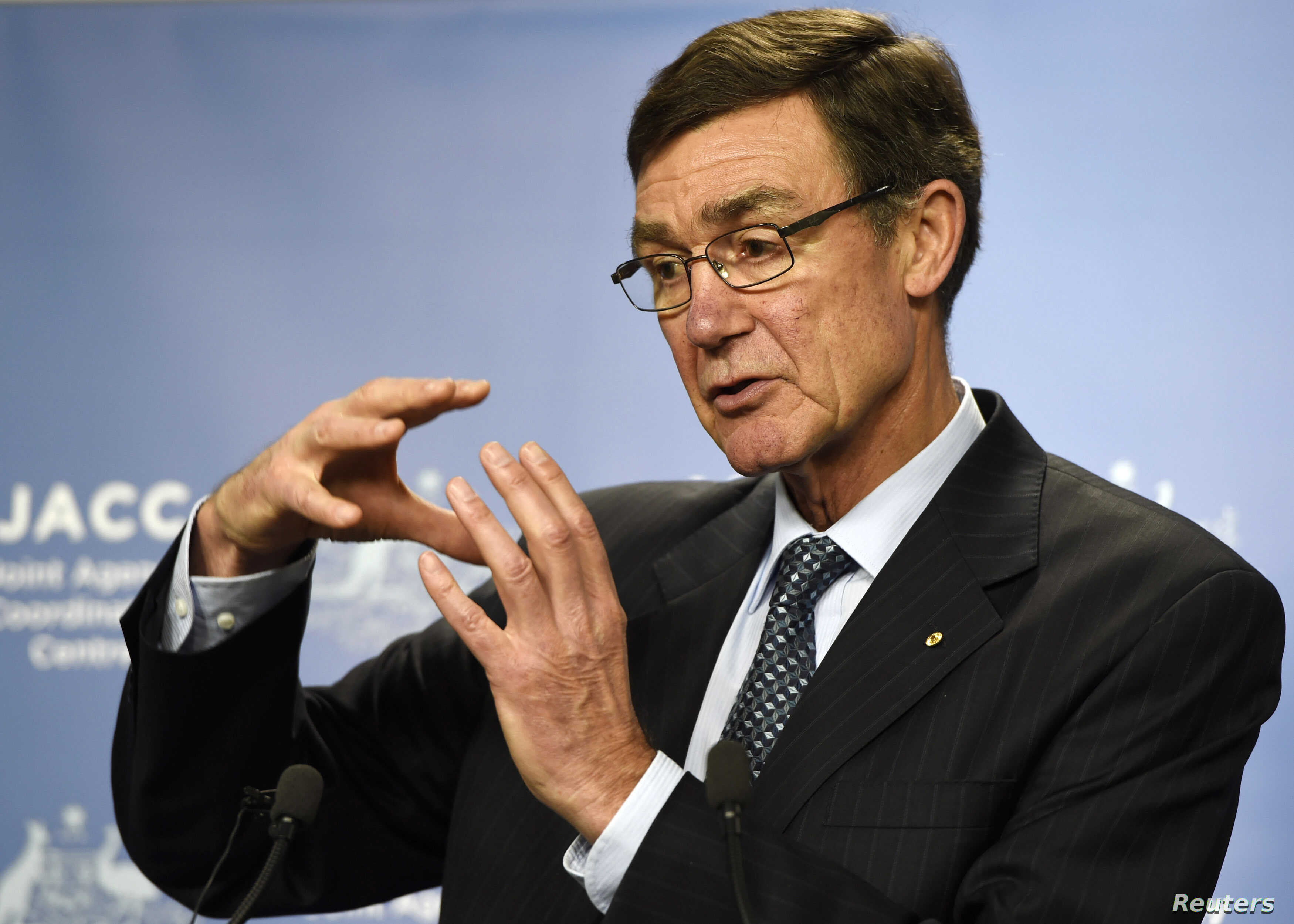 Angus Houston, a retired air chief marshal and head of the Australian agency coordinating the search for the missing Malaysia Airlines flight MH370, gestures as he addresses the media at Dumas House in Perth, April 9, 2014.
