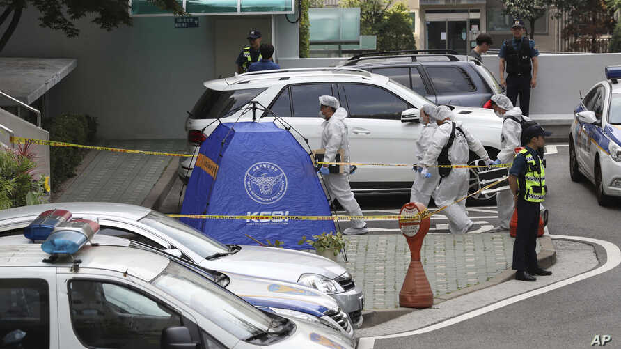 South Korean police officers arrive for investigation at the site of lawmaker Roh Hoe-chan's death in Seoul, South Korea, Monday, July 23, 2018.