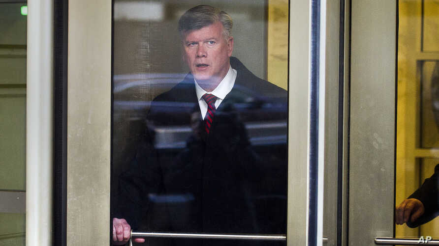 Attorney Kevin Downing, with the defense team for Paul Manafort, leaves federal court after a conference, in Washington, Dec. 11, 2018.