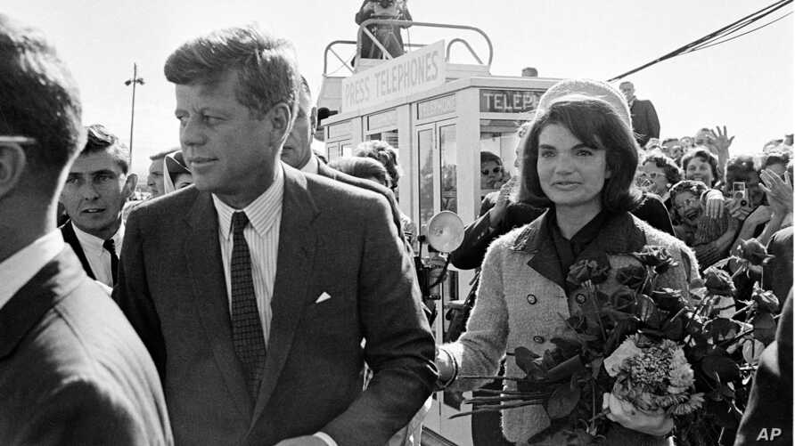 President John F. Kennedy and his wife Jacqueline Kennedy are greeted by an enthusiastic crowd upon their arrival at Dallas Love Field, Texas, Nov.  22, 1963.