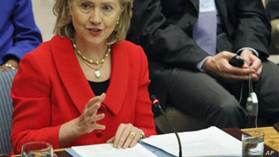 US Secretary of State Hillary Rodham Clinton addresses a Security Council meeting at United Nations headquarters, 26 Oct 2010 (file photo)