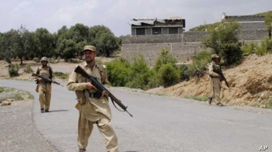 Pakistani army soldiers patrol during a military operation against militants in Pakistan's Khurram tribal region, July 10, 2011