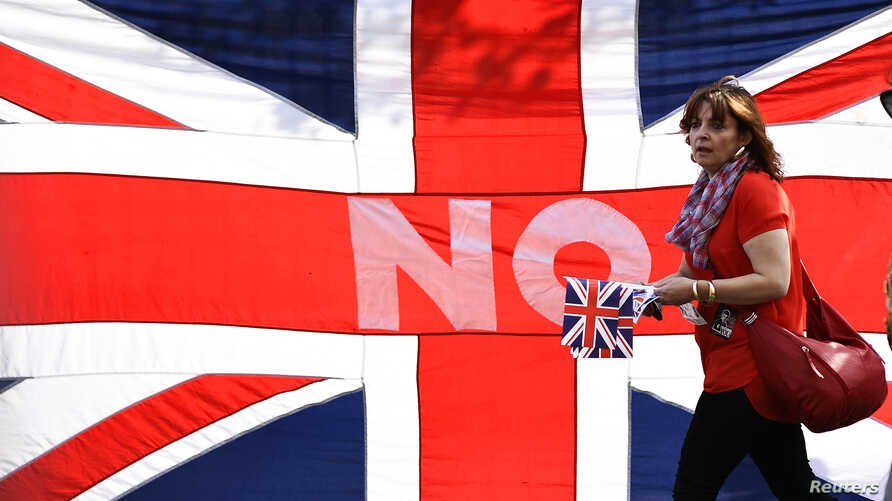A loyalist marches past a Union flag during a pro-Union rally in Edinburgh, Scotland September 13, 2014. About 12,000 Protestant loyalists from Northern Ireland and Scotland marched through central Edinburgh on Saturday in an emotional show of suppor