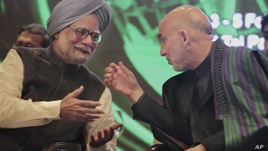 Afghan President Hamid Karzai, right, talks with Indian Prime Minister Manmohan Singh during the 11th Delhi Sustainable Development Summit in New Delhi, India, February 3, 2011.