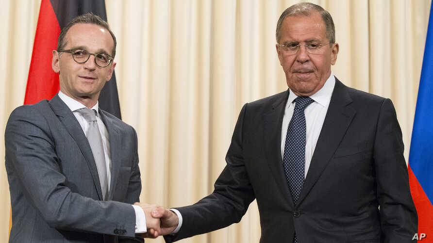 Russian Foreign Minister Sergey Lavrov, right, shakes hands with German Foreign Minister Heiko Maas after their joint news conference following talks in Moscow, Russia, May 10, 2018.
