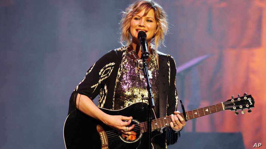 Jennifer Nettles of Sugarland performing at The Fabulous Fox Theatre in Atlanta, Georgia, Feb. 22, 2014.
