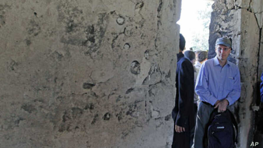 The U.S. Ambassador to Syria, Robert Ford, during a visit the restive northern Syrian town of Jisr al-Shughur, June 2011. (file photo)