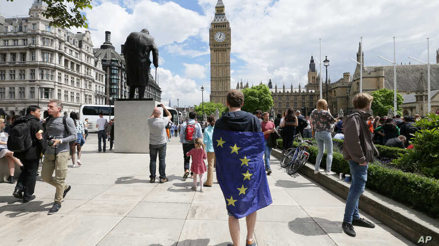 A demonstrator wrapped in the EU flag takes part in a protest opposing Britain's exit from the European Union in Parliament Square following yesterday's EU referendum result, London, June 25, 2016.