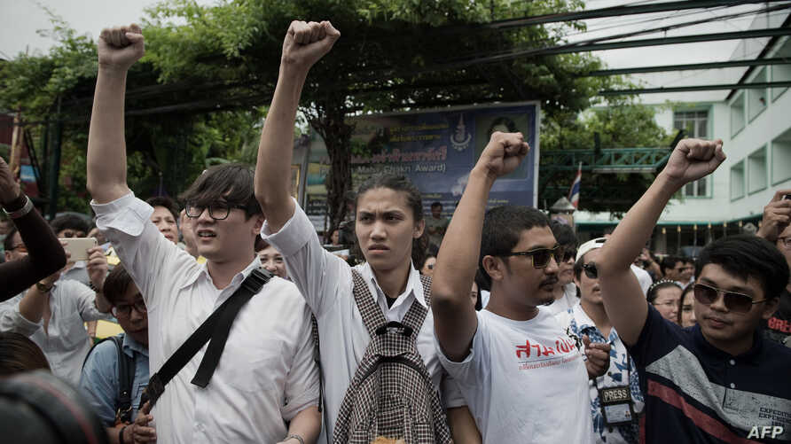 Supporters of anti-coup activists gather outside a police station, cheering them on and gesturing in Bangkok, June 24, 2015.