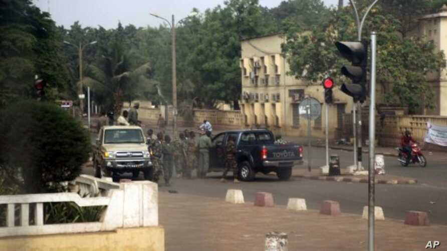 Malian soldiers gather on a street of Bamako on March 21, 2012.