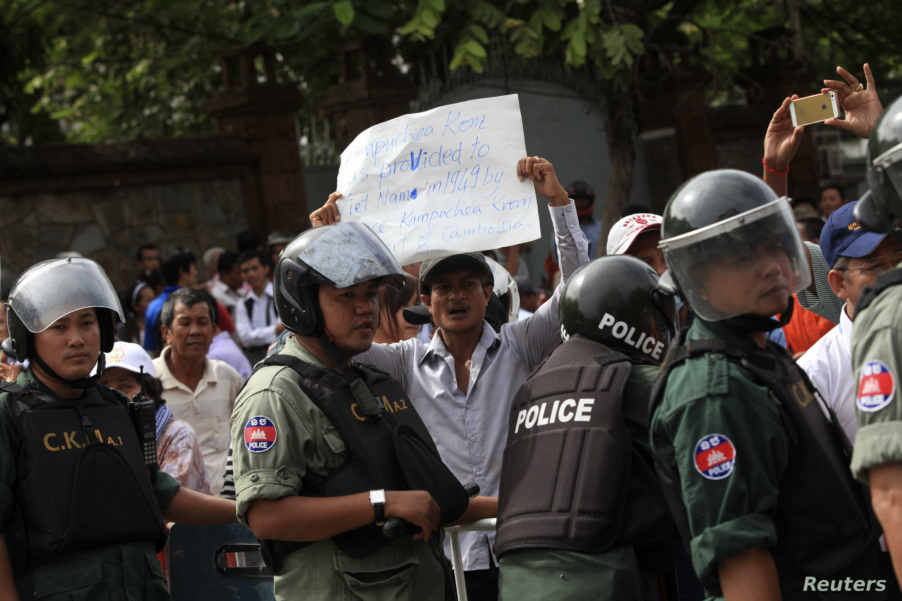 Protesters gather in front of the Vietnamese embassy during demonstration, Phnom Penh, July 8, 2014.