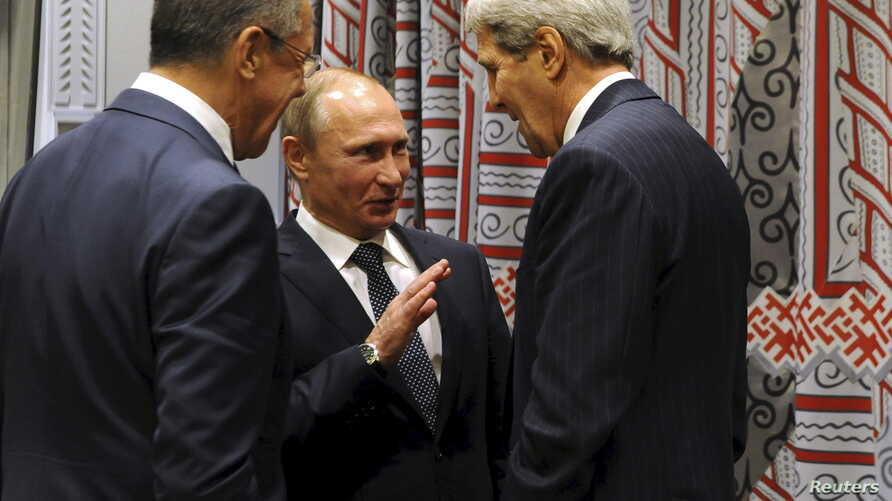 Russia's President Vladimir Putin (C), Foreign Minister Sergei Lavrov (L) and U.S. Secretary of State John Kerry attend a meeting on the sidelines of the United Nations General Assembly in New York, September 28, 2015. U.S. President Barack Obama and
