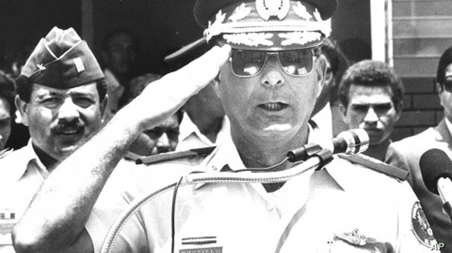 El Salvador's General Juan Rafael Bustillo salutes during a news conference in San Salvador in this October 30, 1990 file photo. Bustillo and eight other former soldiers of the Salvadoran military, accused of involvement in the 1989 killing of five S