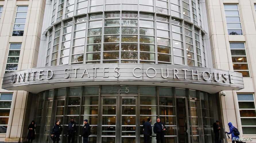 """FILE - Police guard the courthouse of United States District Court for the Eastern District of New York where Joaquin """"El Chapo"""" Guzman was brought, in Brooklyn, New York, Nov. 5, 2018."""