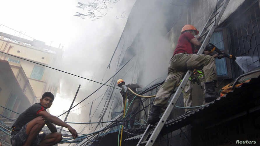 Fire fighters try to extinguish a fire at a multi-storey market complex in Kolkata, February 27, 2013.