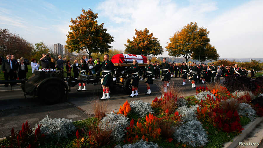 Soldiers escort the coffin during the funeral procession for Cpl. Nathan Cirillo in Hamilton, Ontario October 28, 2014.