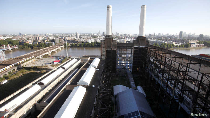 Two of the four iconic smokestacks of the former Battersea Power Station, which is to be redeveloped into retail units and housing by a Malaysian consortium, are seen in London, September 5, 2012. Grosvenor Bridge is at left. REUTERS/Neil Hall (BRITA