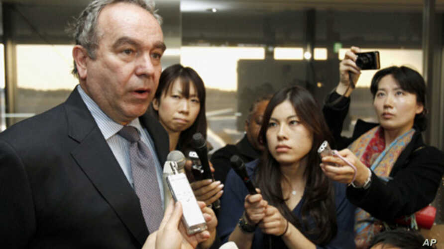 U.S. Assistant Secretary of State Kurt Campbell speaks to the media upon his arrival at Narita international airport, March 9, 2011.