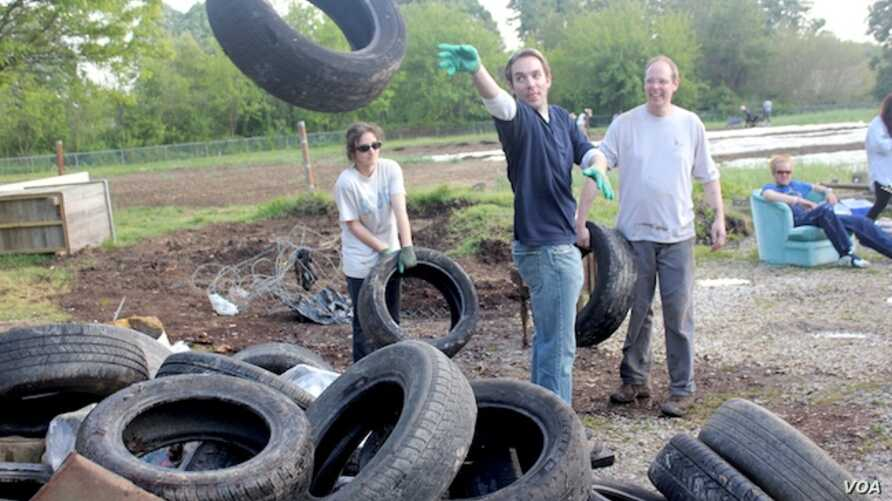 Volunteers join United by Blue employees at one of the clothing company's many trash cleanups. (M. Petrillo/VOA)