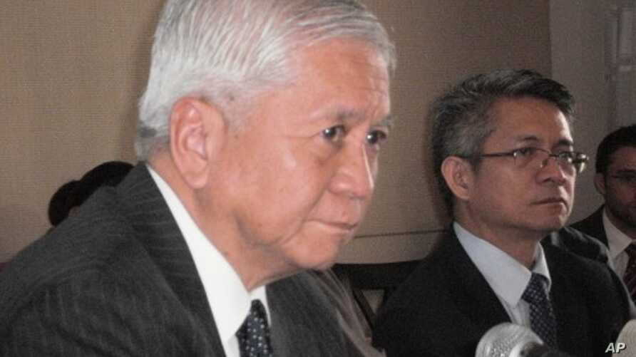Philippines Foreign Affairs Secretary Albert del Rosario (in foreground) and Foreign Affairs Spokesman Ed Malaya (in background) at a news briefing with the Foreign Correspondents Association of the Philippines on July 1, 2011