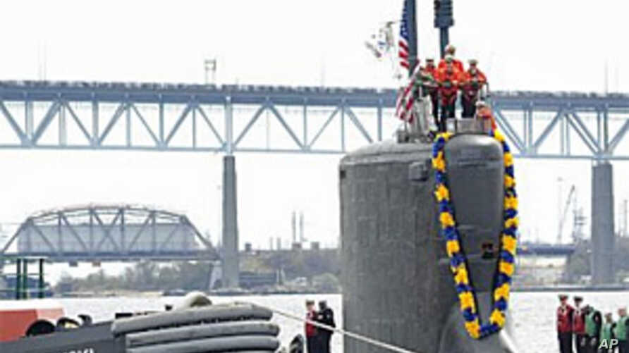 The attack submarine USS Virginia (SSN 774) makes her way up the Thames River to Submarine Base New London, Connecticut