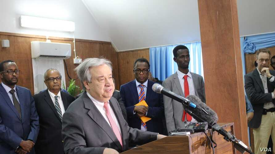 """U.N. Secretary-General Antonio Guterres made a surprise visit to Somalia to push for """"massive support"""" in light of the drought facing the country, March 7, 2017. (Photo: Abdulkadir Mohamed Abdulle)"""