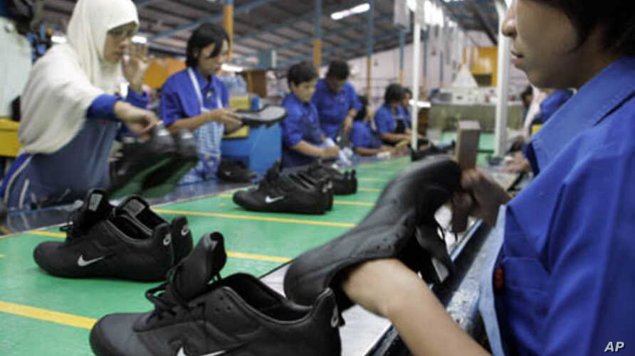 Indonesian laborers work at a Nike shoes factory in Tangerang in West Java province. (2007 File)