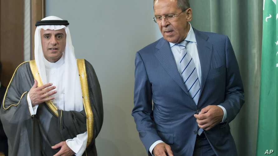 Russian Foreign Minister, Sergei Lavrov (R) and Saudi Arabia Foreign Minister, Adel bin Ahmed Al-Jubeir, arrive to attend a news conference after their meeting on the Syrian conflict, in Moscow, Russia, Aug. 11, 2015.