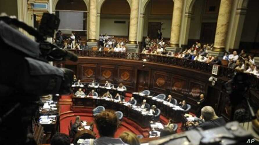 View of the Senate chamber in Montevideo, Uruguay while senators discuss a bill that declares not applicable a law which avoided trials for human rights violations during the country's dictatorship from 1973-1985,  April 12, 2010