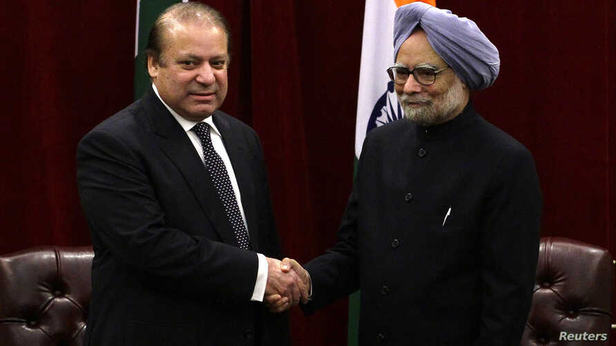 Pakistan's Prime Minister Nawaz Sharif (L) shakes hands with India's Prime Minister Manmohan Singh during the United Nations General Assembly in New York September 29, 2013.
