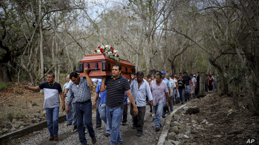 Members of the Solecito search group carry the coffin of Pedro Huesca, a police detective who disappeared in 2013 and whose body was recently found in a mass grave, as they walk to the cemetery in Palmas de Abajo, Veracruz, Mexico, March 8, 2017. Hue
